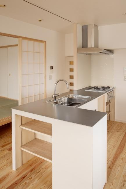 東京都大田の家の写真 ステンレス天板のオープンキッチン