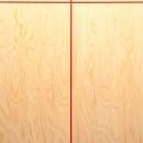 赤いリボンの目透しがアクセントの玄関の壁