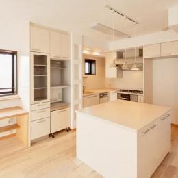 埼玉県さいたま市の家 (アイランドカウンターのあるL型キッチン)