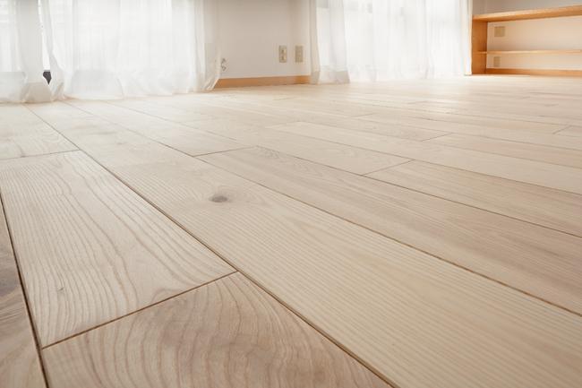 埼玉県さいたま市の家の部屋 バージニアアッシュの無垢材の床