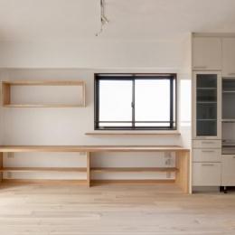 埼玉県さいたま市の家 (無垢板の床と漆喰壁のリビング)
