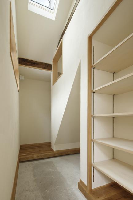 東京都千住の家の写真 収納棚のある玄関