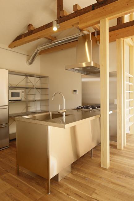 東京都千住の家の写真 機能的なステンレス製の造作キッチン