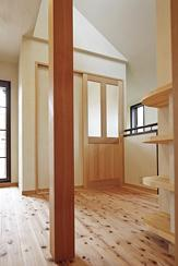 東京都練馬の家の部屋 杉の無垢板の床と珪藻土の壁