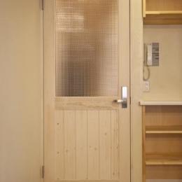 埼玉県さいたまの家 (ドア・収納棚)