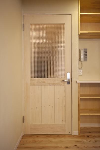 埼玉県さいたまの家の部屋 ドア・収納棚