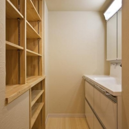 収納棚のある洗面エリア