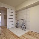 自転車が置けるタイルコーナーのある洋室