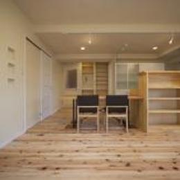 埼玉県さいたまの家 (杉の無垢材と造作家具のあるLDK)