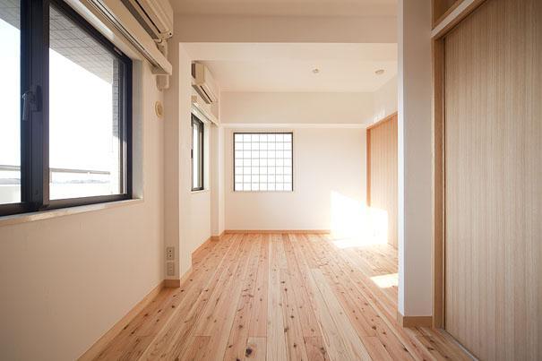 東京都世田谷の家・杉の無垢材と漆喰に包まれた家族が繋がる温かな住空間の部屋 天然無垢材を使った洋室