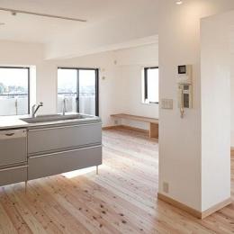 リフォーム・リノベーション会社 山田 一廣の事例「東京都世田谷の家・杉の無垢材と漆喰に包まれた家族が繋がる温かな住空間」