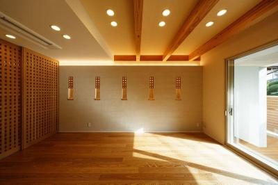 光が差し込むリビング (南大阪の家②)