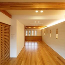 南大阪の家② (広々したリビング全体を眺める)