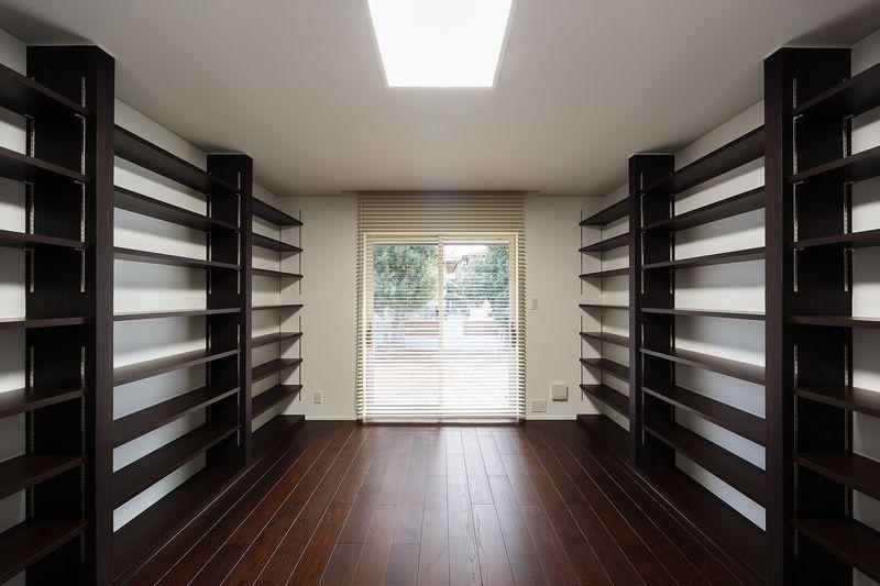 南大阪の家②の部屋 収納たっぷりの飾り棚