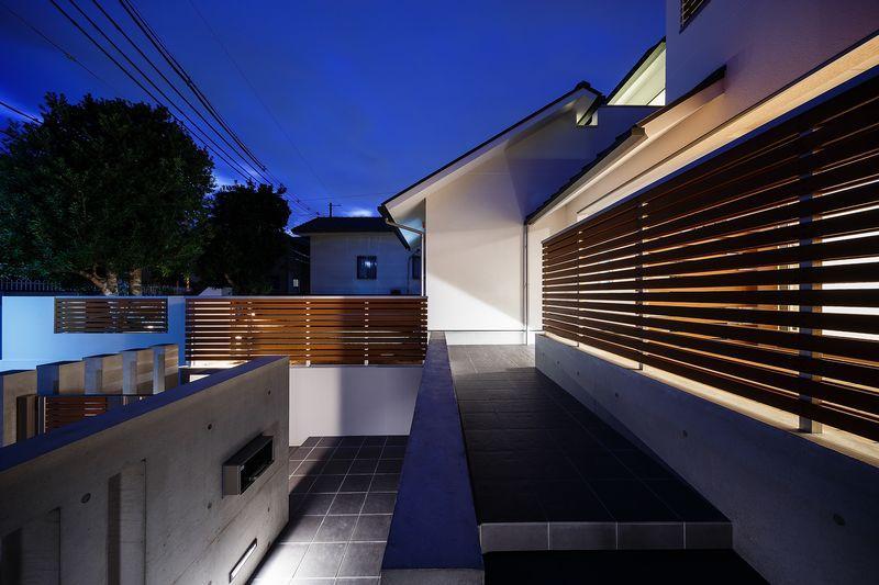 南大阪の家②の部屋 ライトアップしたアプローチ階段