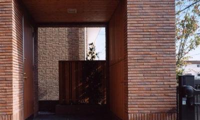 浜甲子園の家 (レンガ調でラグジュアリーな玄関)