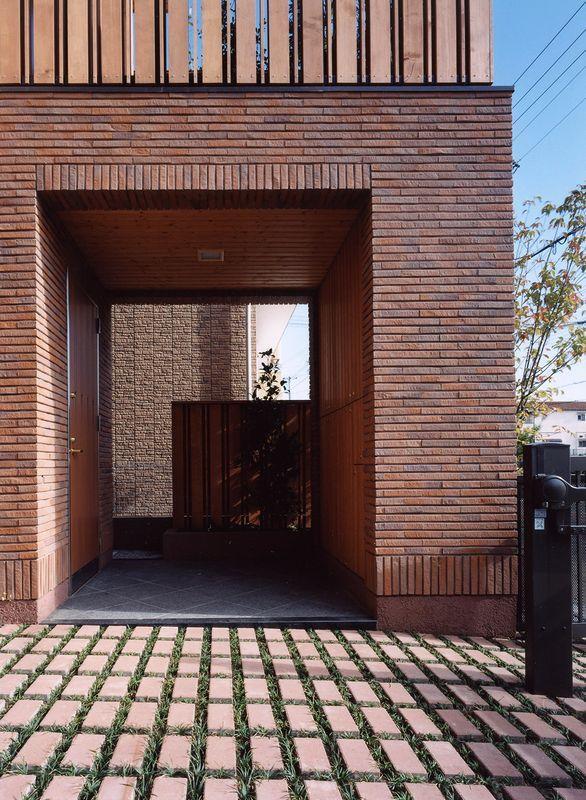 浜甲子園の家の写真 レンガ調でラグジュアリーな玄関