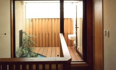 浜甲子園の家 (陽ざしを感じる屋上坪庭)