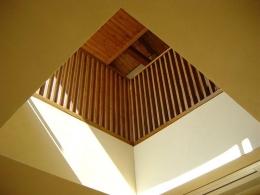 浜甲子園の家 (リビングから2階に繋がる空間)