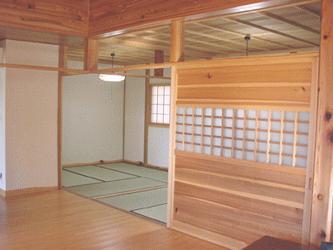 山額荘の部屋 間仕切りのある和室