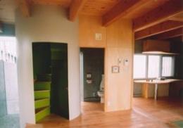 スクリーンガーデン (玄関ホールと螺旋階段)