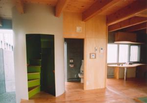 スクリーンガーデンの部屋 玄関ホールと螺旋階段