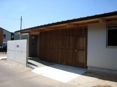 リバーサイドホーム (格子で仕切られた玄関)