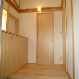 リバーサイドホーム (収納棚のある玄関)