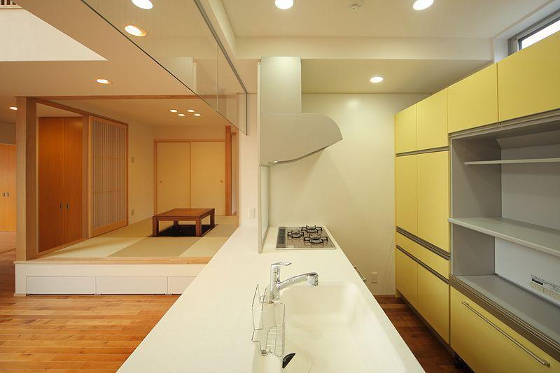 IN・EX・PLUSの部屋 アクセントカラーのキッチン