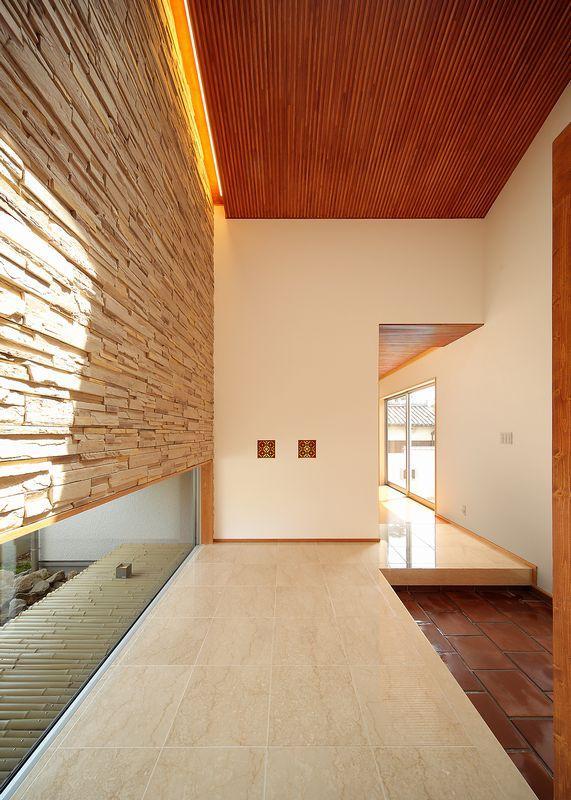 IRAKA西大寺の部屋 大理石の玄関ホール