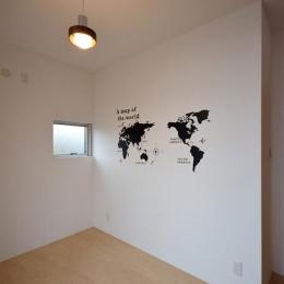blume (壁のペイントが印象的な洋室)