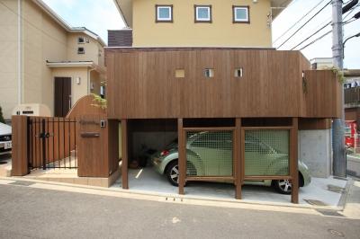 町田市W邸:新築を彩るエクステリア (車庫上デッキ)