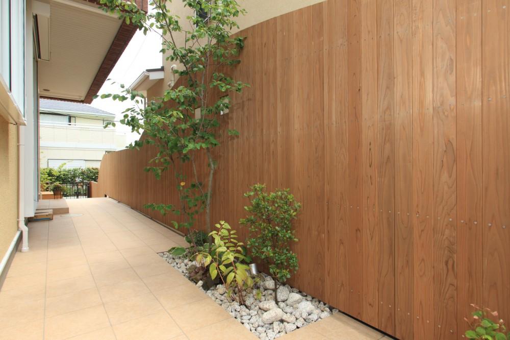 町田市W邸:新築を彩るエクステリア (ウッド塀)