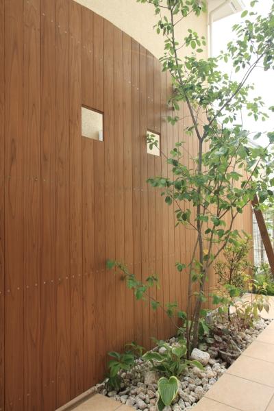 植栽スペース&塀 (町田市W邸:新築を彩るエクステリア)