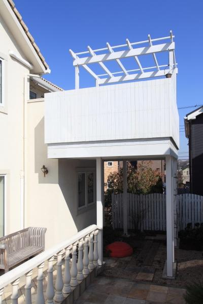 町田市K邸:バルコニーを拡げて空間の有効活用 (ウッドバルコニー)