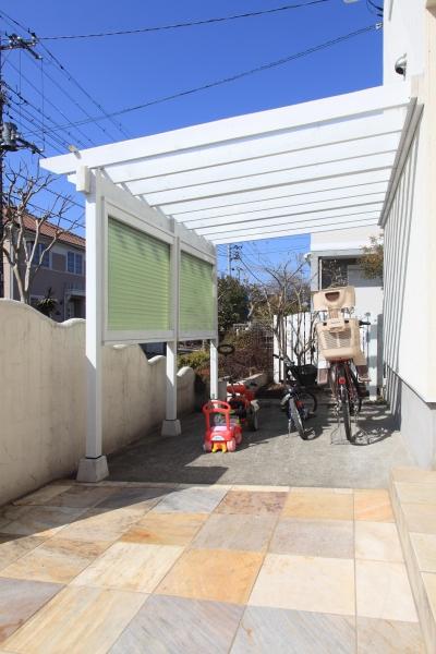 自転車置き場 (町田市K邸:バルコニーを拡げて空間の有効活用)