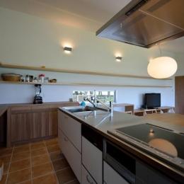 Ballena (白い対面型キッチン)