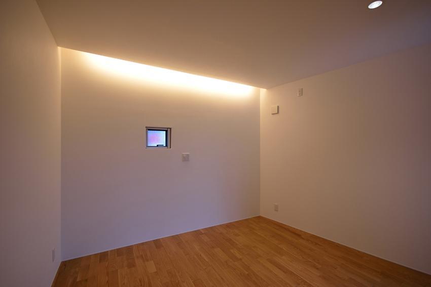 Ballenaの写真 小さな窓のある洋室