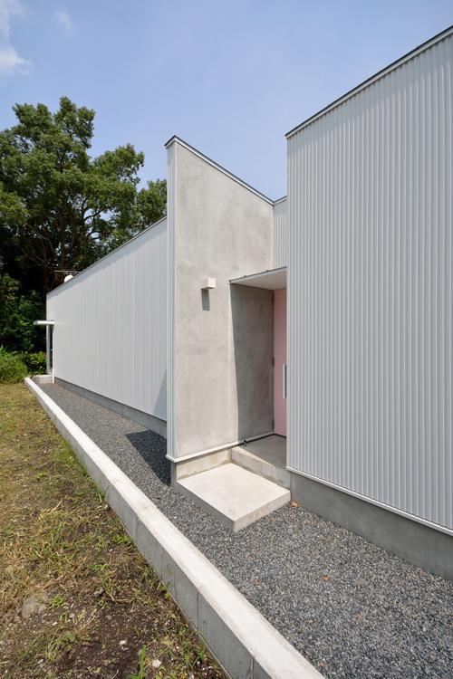Terrace2567の部屋 ピンクの玄関扉