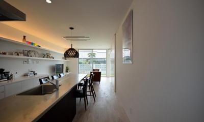 ダイニングテーブル付きのキッチン|Terrace2567