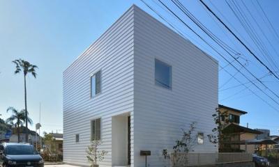 白いキューブ型の外観|日南の家
