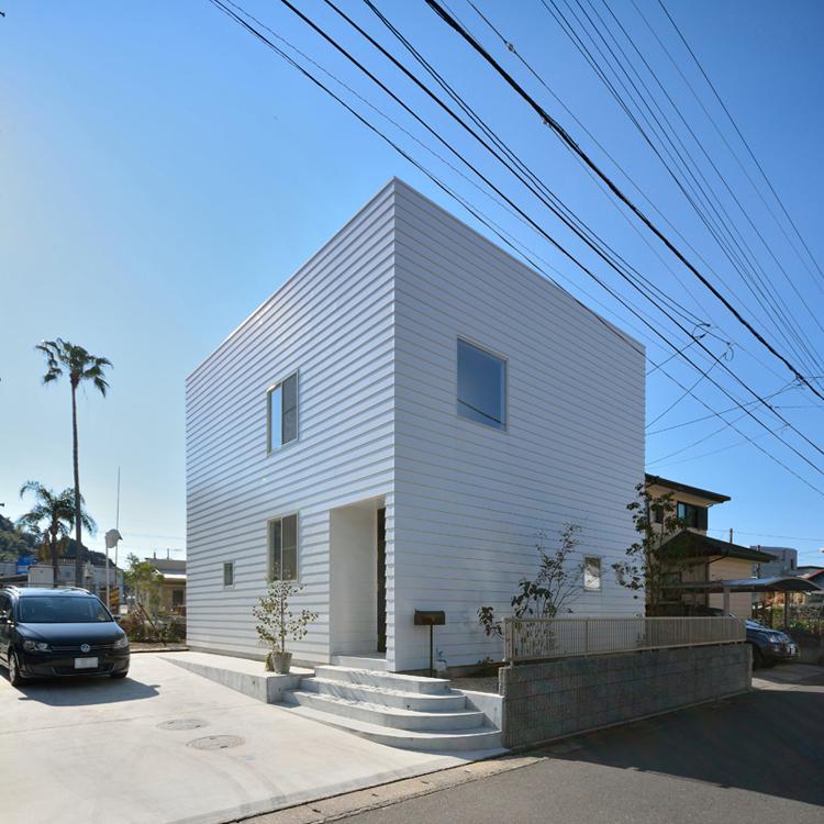 日南の家の写真 白いキューブ型の外観