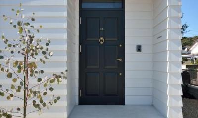 アプローチ階段のある玄関|日南の家