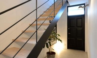 日南の家 (モダンなオープン型階段)