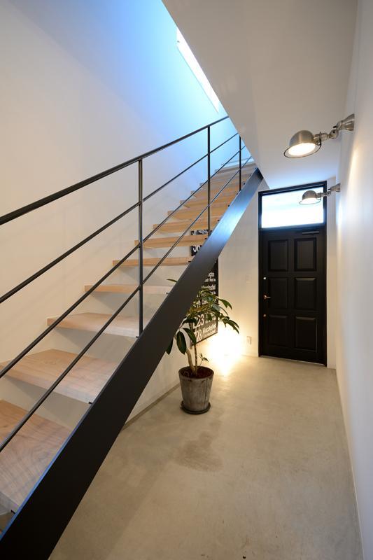 日南の家の写真 モダンなオープン型階段