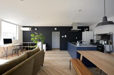 日南の家 (ベンチ型ダイニングテーブルのある空間)