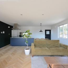 日南の家-ヘリンボーン床の素敵な空間