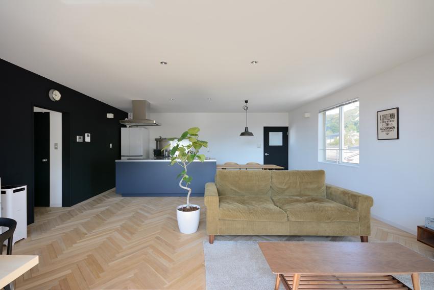 日南の家の写真 ヘリンボーン床の素敵な空間