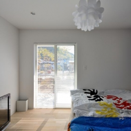 日南の家-光が差し込む寝室