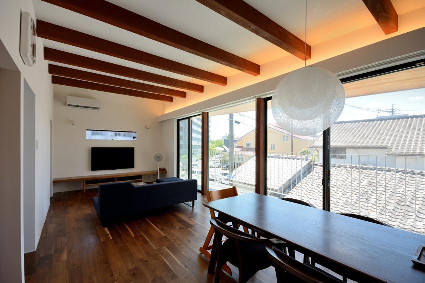 puraの部屋 キッチンからリビングダイニングを眺める